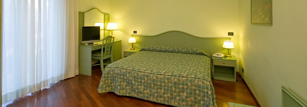Spacious rooms in Rome, bed room with free Wi-Fi
